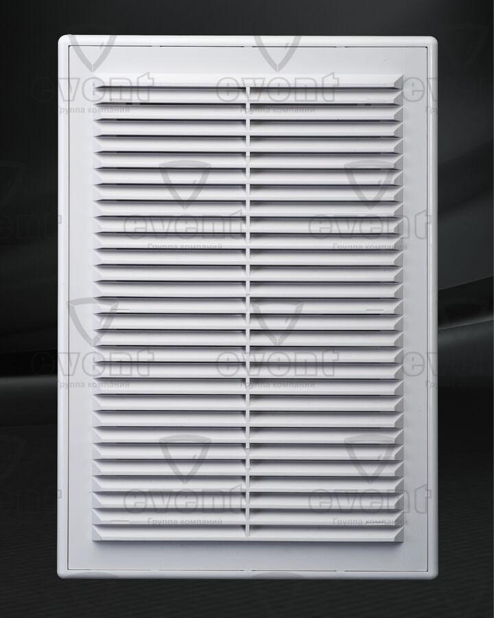 Решетка пластиковая с наклонными жалюзи наружу в рамке